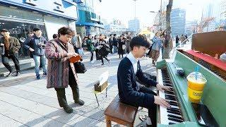 Download 이 남학생의 놀라운 피아노 속주 ㅎㄷㄷ 사람 모이는 속도 보세요 Video