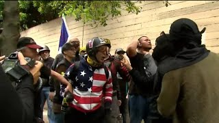 Download Police arrest 4 during violent clashes between dueling protesters in Portland Video