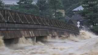 Download 台風18号 濁流に襲われた京都・嵐山 Video