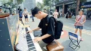 Download ストリートピアノを見て突然弾き始める学生!上手すぎ... Video