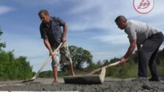 Download Мешканці волинського села власними силами ремонтують дорогу Video
