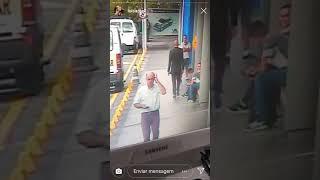 Download LUISA MEL MOSTRA CACHORRO SENDO ESPANCADA NO CARREFOUR Video