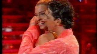 Download Cristina Chiabotto e Raimondo Todaro - Cha Cha Cha (26.11.05) Video