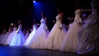 Download 18 candidates défilent en robes de mariés Video