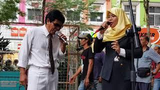 Download PASANGAN 60 AN SUARA MEMANG PADU,RUGI TAK DENGAR,HANYA DI SENTUHAN BUSKERS-ITULAH SAYANG Video