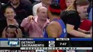 Download Rasheed Wallace messing with guy in the crowd LOL Video