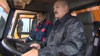 Download Лукашенко лично протестировал новинку БелАЗа - самый большой самосвал в мире Video