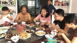 Download 中秋佳節全家團圓,做了滿滿一大桌菜,祝大家中秋快樂 Video