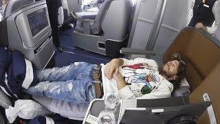 Download VOLAR ACOSTADO ES MEJOR | Primera clase Lufthansa Video