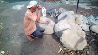 Download Ada cara untuk memecah batu. Lihat videonya ! Video