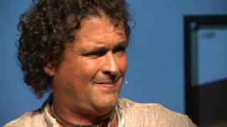Download Sentido de pertenencia con la ciudad | Carlos Vives | TEDxSantaMarta Video