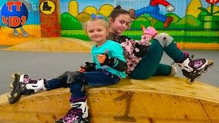 Download Видео для детей Едем с подружкой на роллердром катаемся на роликах Влог ЧАСТЬ 1 Video