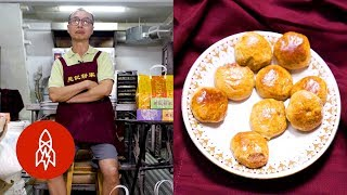 Download Trying Chicken Cakes at Macao's Michelin-Recommended Bakery Video