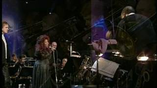 Download Quincy Jones, Chaka Khan & Simply Red live - Everything Must Change Video