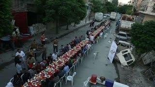 Download Ruptura del ayuno del ramadán en medio de las ruinas sirias Video