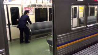 Download 電車内に猫が…その後 (The cat takes the train) Video