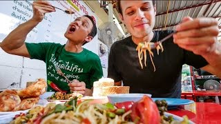 Download Thai Street Food in Bangkok with The Food Ranger - AUTHENTIC Local Tour! กินอาหารไทย4ภาคในหนึ่งวัน Video