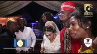Download Zari na Diamond wakimtunza mama yao (sandra) Video