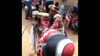 Download Mahamba ubonga mngamazi Video