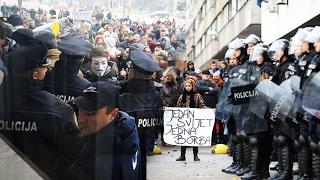 Download Demonstranti provalili u zgradu Vlade TK - 05.02.2014. Video