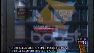 Download Convenience store robber shot by store owner Video