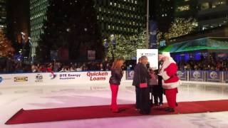 Download Santa Claus counts down the 13th annual Detroit Tree Lighting Ceremony Video
