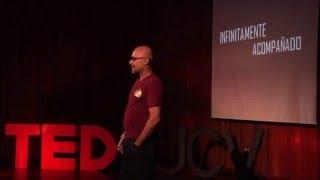Download Infinitamente acompañado   Sumito Estevez   TEDxUCV Video