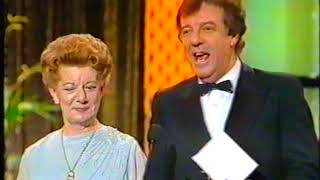 Download JEAN ALEXANDER (Hilda Ogden) - ″TV TIMES AWARDS 1988″ Video