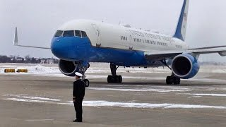 Download President Obama Landing in Waterloo, Iowa Video