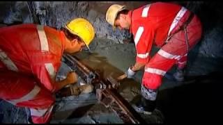Download Big Bigger Biggest S02E01 - Tunnel Video