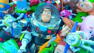 Download GIANT TOY STORY TOYS COLLECTION BUZZ LIGHTYEAR WOODY JESSIE HAM MCDONALDS POWER RANGER Video