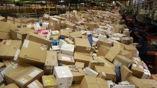 Download Inside FedEx's 'Superhub' During Christmas Rush Video