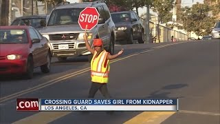 Download Crossing guard saves little girl from being kidnapped Video