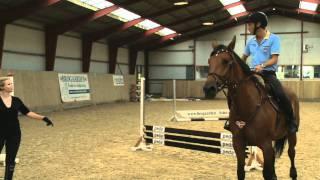 Download Tina Lund lærer Allan Nielsen at ride Video