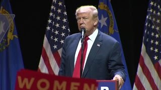 Download Donald Trump thanks Anthony Weiner at rally Video