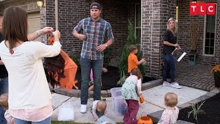 Download Decorating for Halloween is Tricky With Quintuplets | OutDaughtered Video
