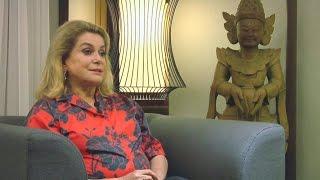 Download Rencontre avec Catherine Deneuve, la grande dame du cinéma français Video