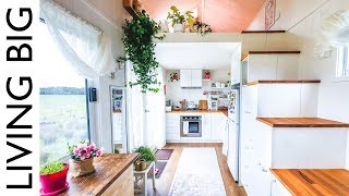 Download Woman's Dream Tiny House Even Has A Walk-In Wardrobe Video