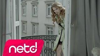 Download Demet Akalın feat. Gökhan Özen - Yıkıl Karşımdan Video