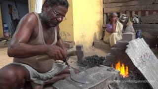 Download Indian Blacksmith making Billhooks - Indischer Schmied beim Hippen schmieden Video