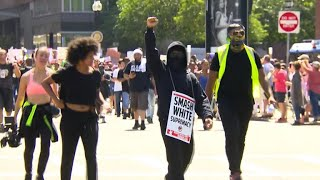Download Protesters clash with police after ″free speech″ rally in Boston Video