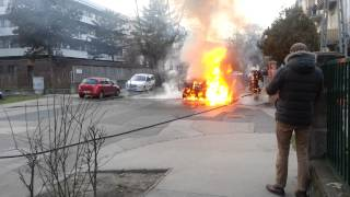 Download Égő autó tűzoltása a Dorozsmai, Amerikai út sarkán :( Video