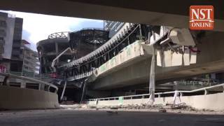 Download At least 1 dead, 9 injured in under construction pedestrian bridge collapse opposite Mid Valley mall Video