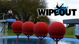 Download Richard Hammond attempts the Big Red Balls| Wipeout Video