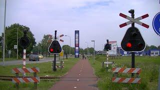 Download Spoorwegovergang Stadskanaal // Dutch railroad crossing Video