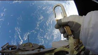 Download 2 minutes d'une vertigineuse sortie dans l'espace depuis l'ISS Video