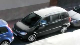 Download Zafira parkuje po hiszpańsku :-) Widok z okna hotelu. Video