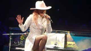 Download Lady Gaga″Bradley Cooper Dedication & Lancaster & Million Reasons″ @Philadelphia 9/10/17 Video