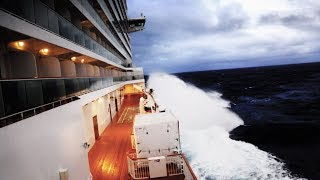 Download CRUISE SHIP CAUGHT IN A BOMB CYCLONE (Norwegian Breakaway) Video