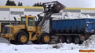 Download 4K| Volvo L70E Loading Snow On Volvo FH 540 Video